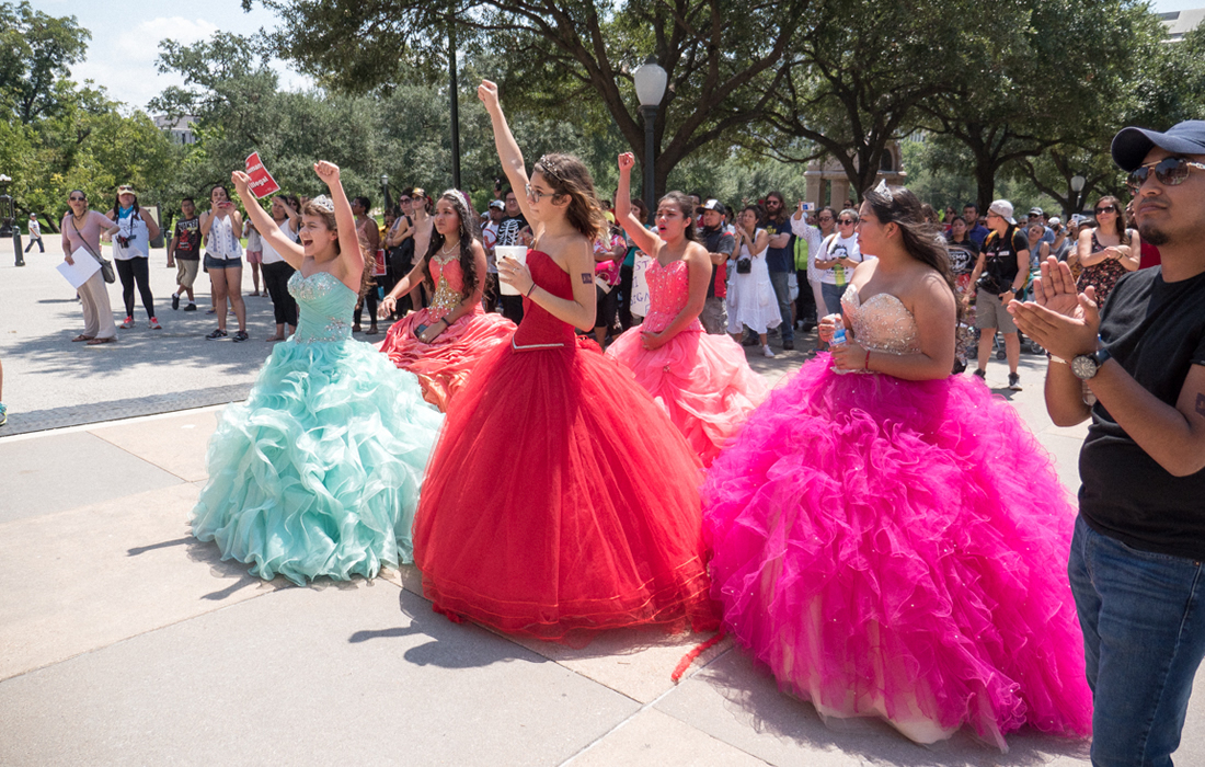 Blueprint for distributed organising - quinceañera rally organised at Texas state capitol