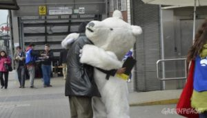 Polar Bear hugs like this one were available for Chileans signing to protect the Arctic. Someone in a polar bear costume made it to most events, providing an iconic symbol.