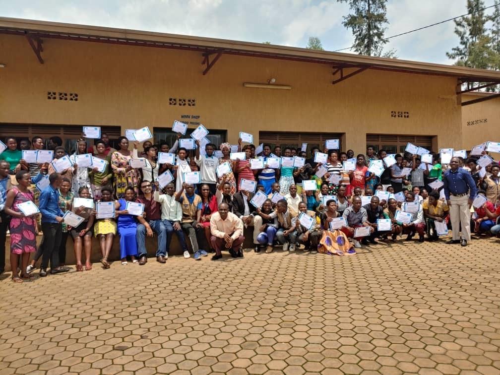 Photo of award ceremony for UNICEF volunteers in Rwanda